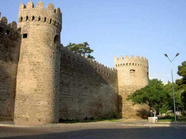 Azerbaijani Turkish Russian translations - Baku castle of the Inner Town (Ichery Sheher)